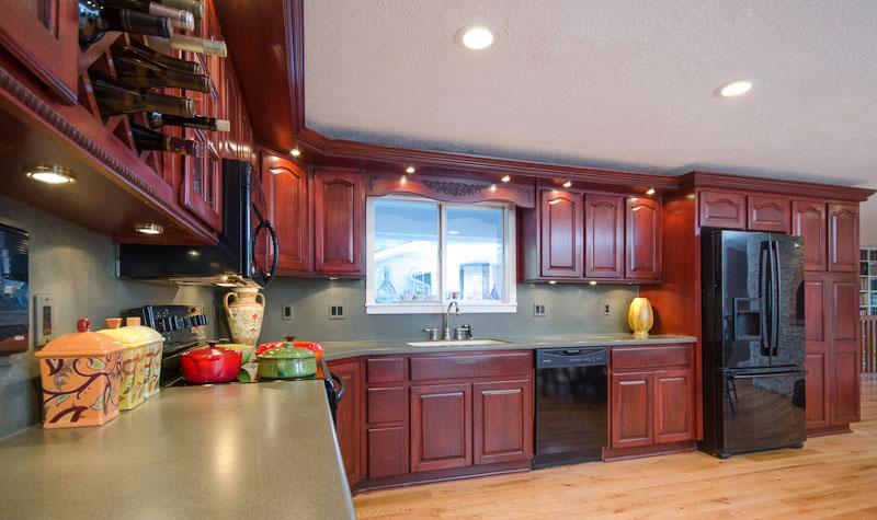 05 Spacious kitchen