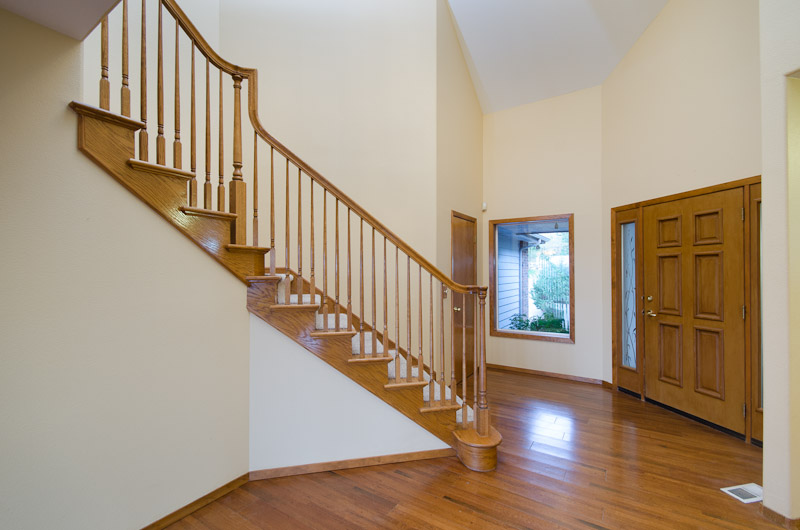 22 Entry staircase