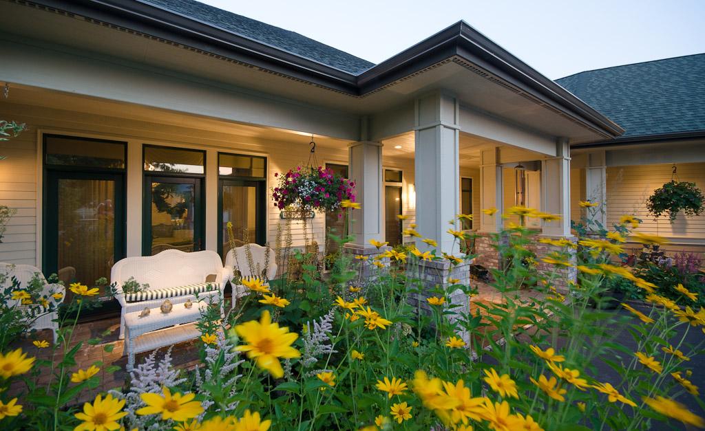 42 Entry & Porch