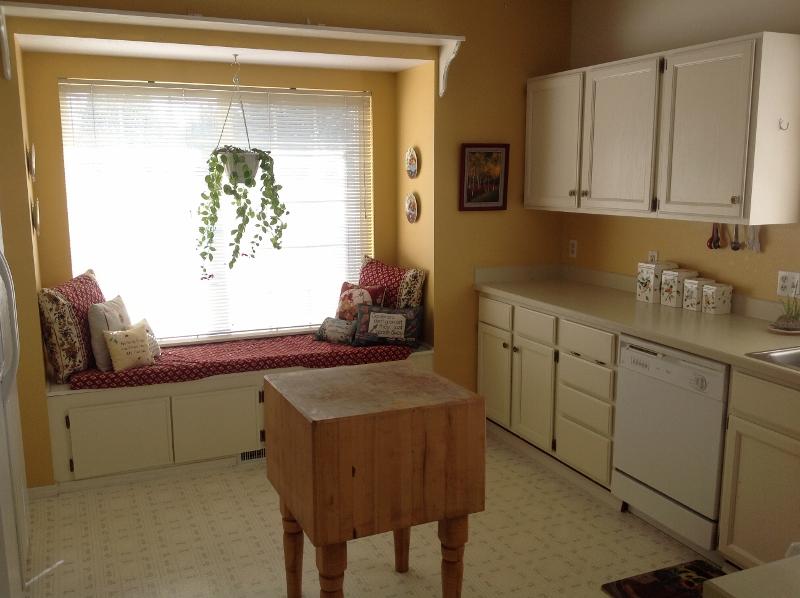 02 Bright & Cheery Kitchen