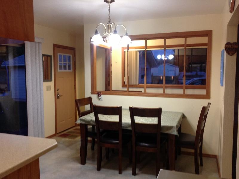 05 Dining Room Main